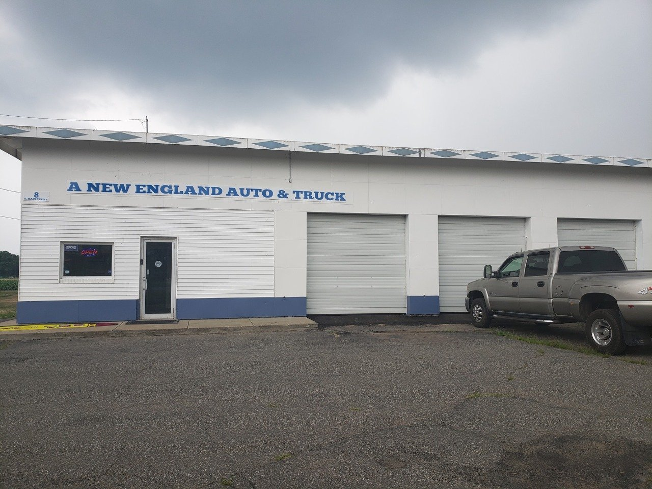 A NEW ENGLAND AUTO & TRUCK SUPERSTORE